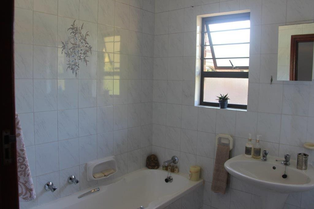 Uvongo property for sale. Ref No: 13529548. Picture no 26
