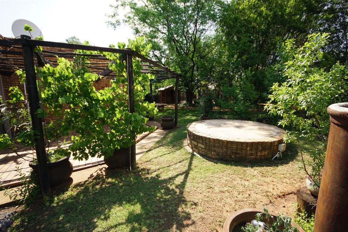 Three Rivers East property for sale. Ref No: 12734571. Picture no 18