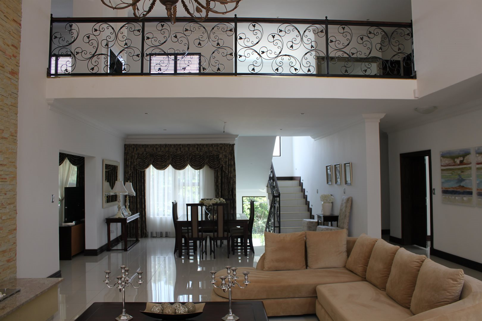Waterkloof Ridge property for sale. Ref No: 13565299. Picture no 2
