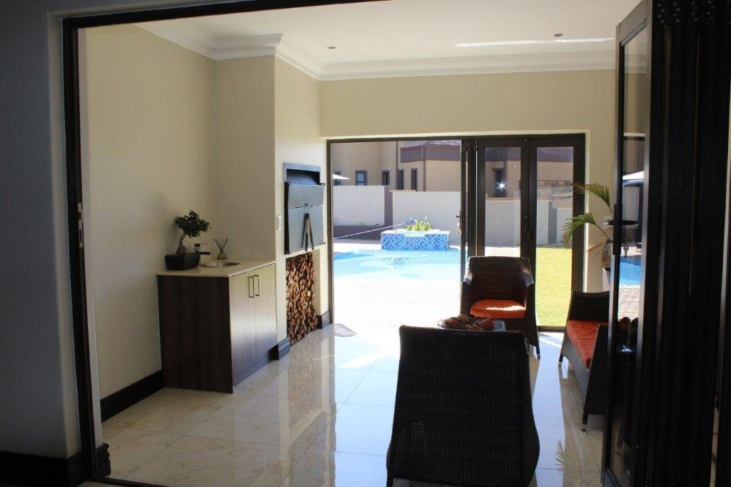 Blue Valley Golf Estate property for sale. Ref No: 13371077. Picture no 22