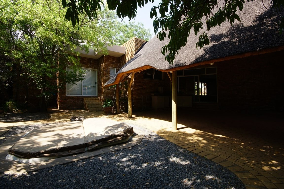 Three Rivers East property for sale. Ref No: 12734571. Picture no 17