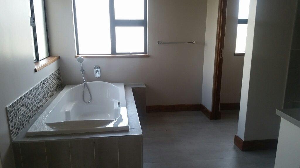 Midstream Ridge Estate property for sale. Ref No: 13379169. Picture no 14