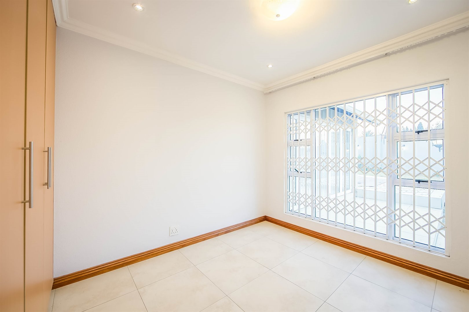 Lonehill property for sale. Ref No: 13510684. Picture no 13