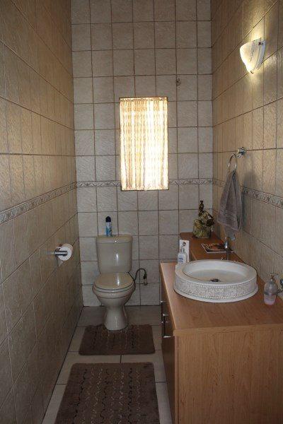 Unitas Park property for sale. Ref No: 12792390. Picture no 15