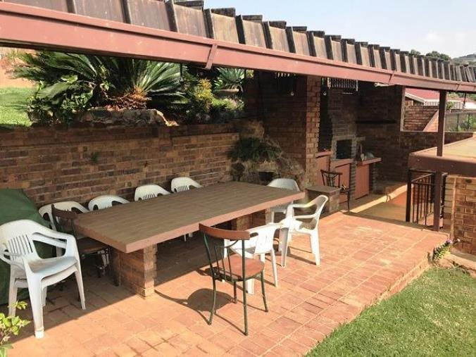 Property and Houses for sale in Waterkloof Heights, Townhouse, 3 Bedrooms - ZAR 2,480,000