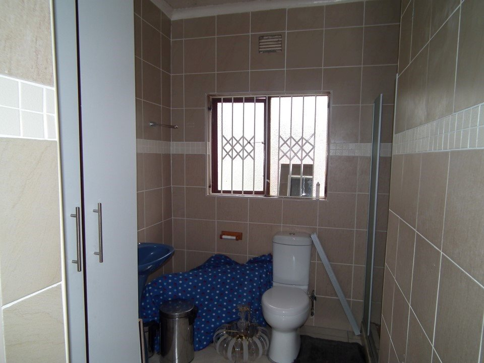 Margate property for sale. Ref No: 13399583. Picture no 18