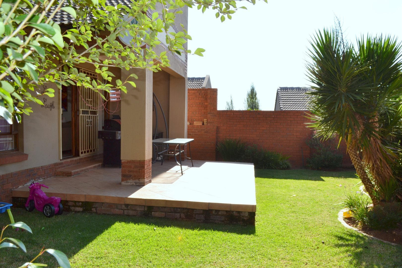 Property and Houses for sale in Rietvlei Heights Country Estate, Townhouse, 2 Bedrooms - ZAR 1,300,000