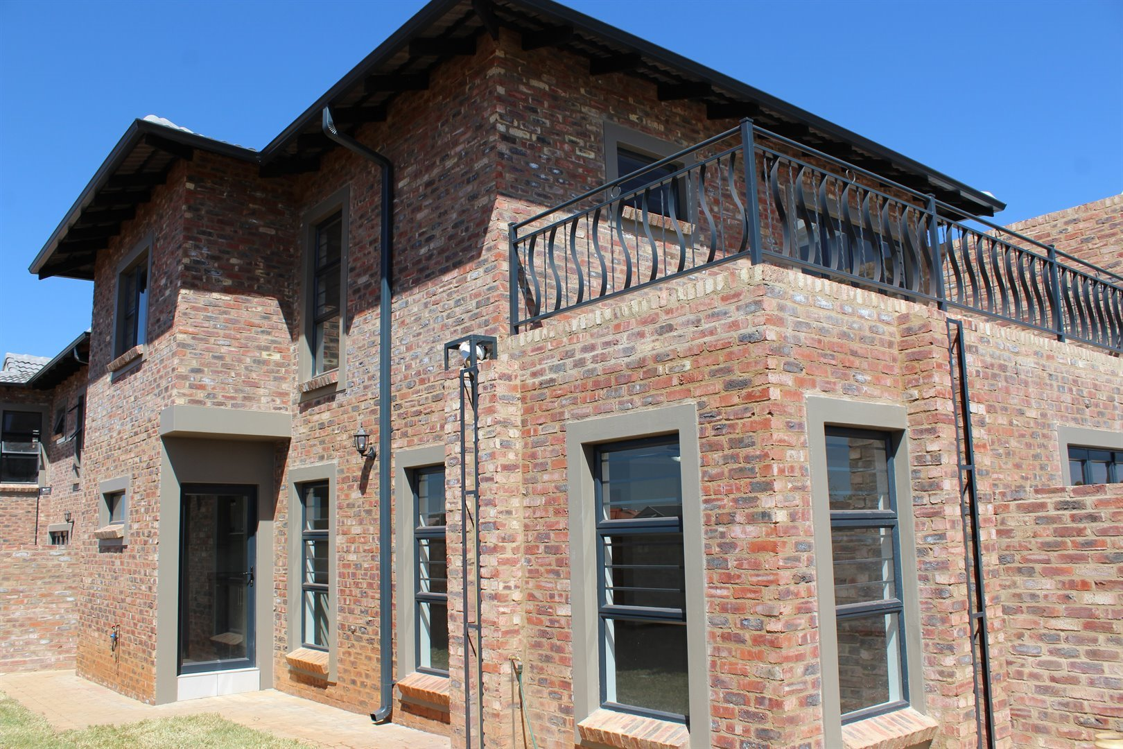 Tuscany Ridge property for sale. Ref No: 13417678. Picture no 2