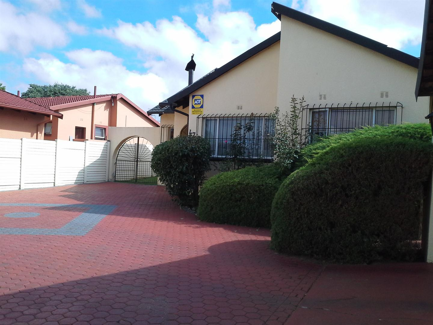 Roodepoort, Witpoortjie Property    Houses For Sale Witpoortjie, Witpoortjie, House 3 bedrooms property for sale Price:950,000