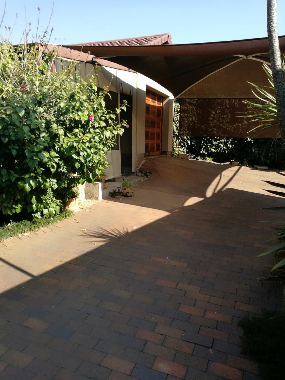 Mondeor property for sale. Ref No: 13525126. Picture no 15