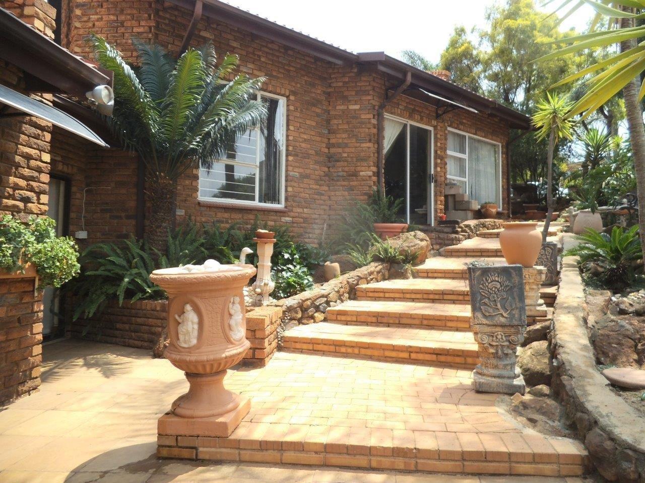 Glenvista property for sale. Ref No: 13624500. Picture no 7