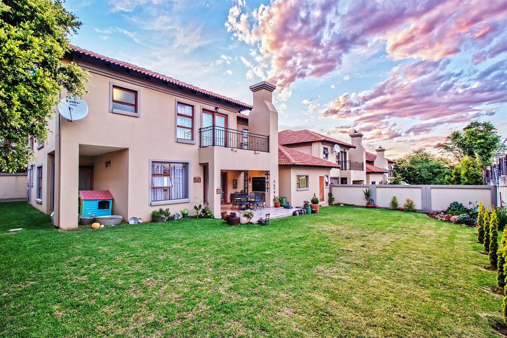 Property and Houses for sale in Pretoriuspark, Townhouse, 3 Bedrooms - ZAR 2,450,000