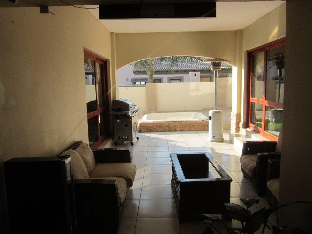 Blue Valley Golf Estate property for sale. Ref No: 13345353. Picture no 7