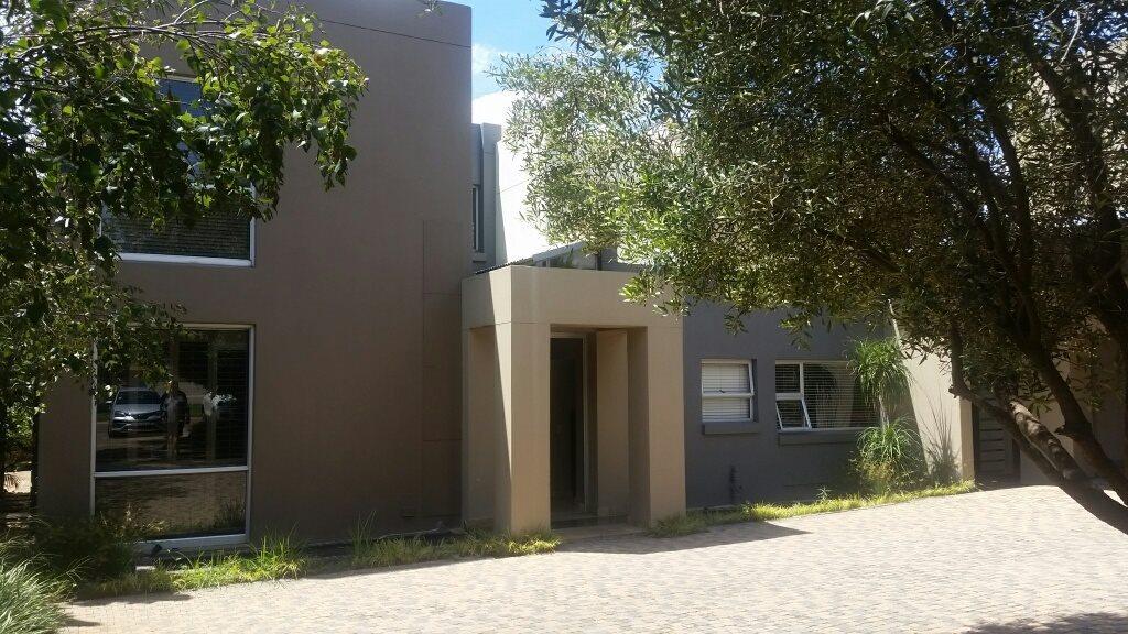 Midstream Estate property for sale. Ref No: 13589581. Picture no 23