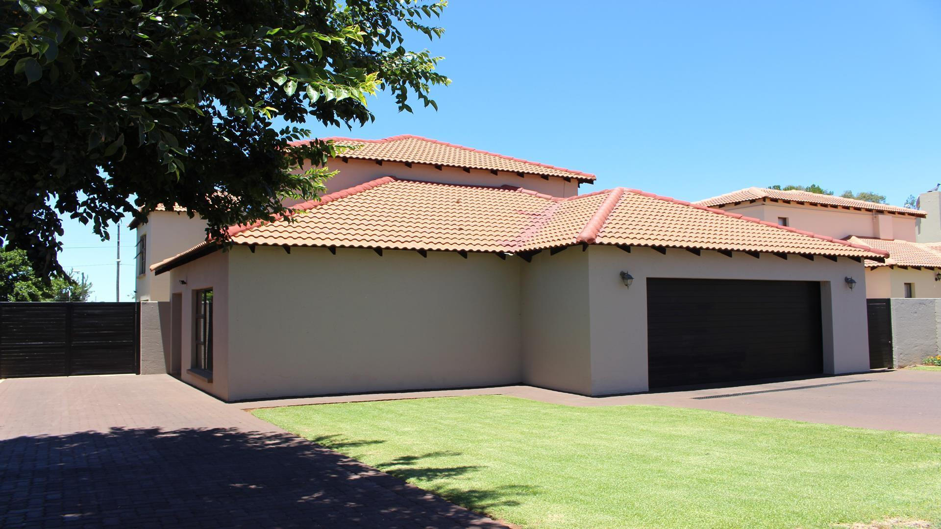 Raslouw Manor property for sale. Ref No: 13435098. Picture no 36