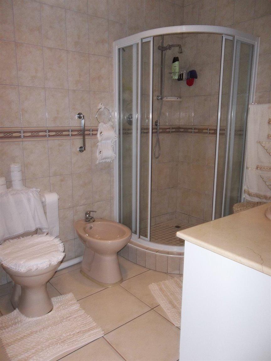 Amanzimtoti property for sale. Ref No: 13400263. Picture no 10