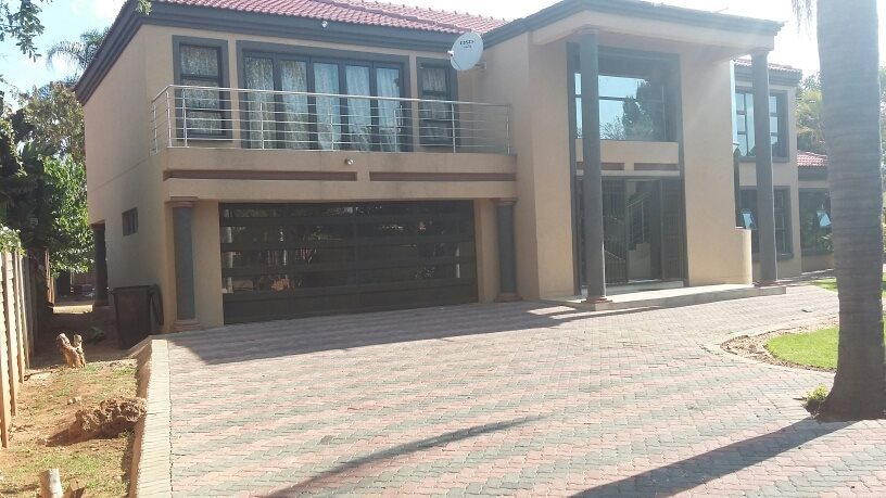 Property and Houses for sale in Karenpark, House, 6 Bedrooms - ZAR 2,000,000