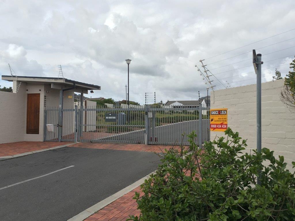 Milkwood Park property for sale. Ref No: 13477098. Picture no 3