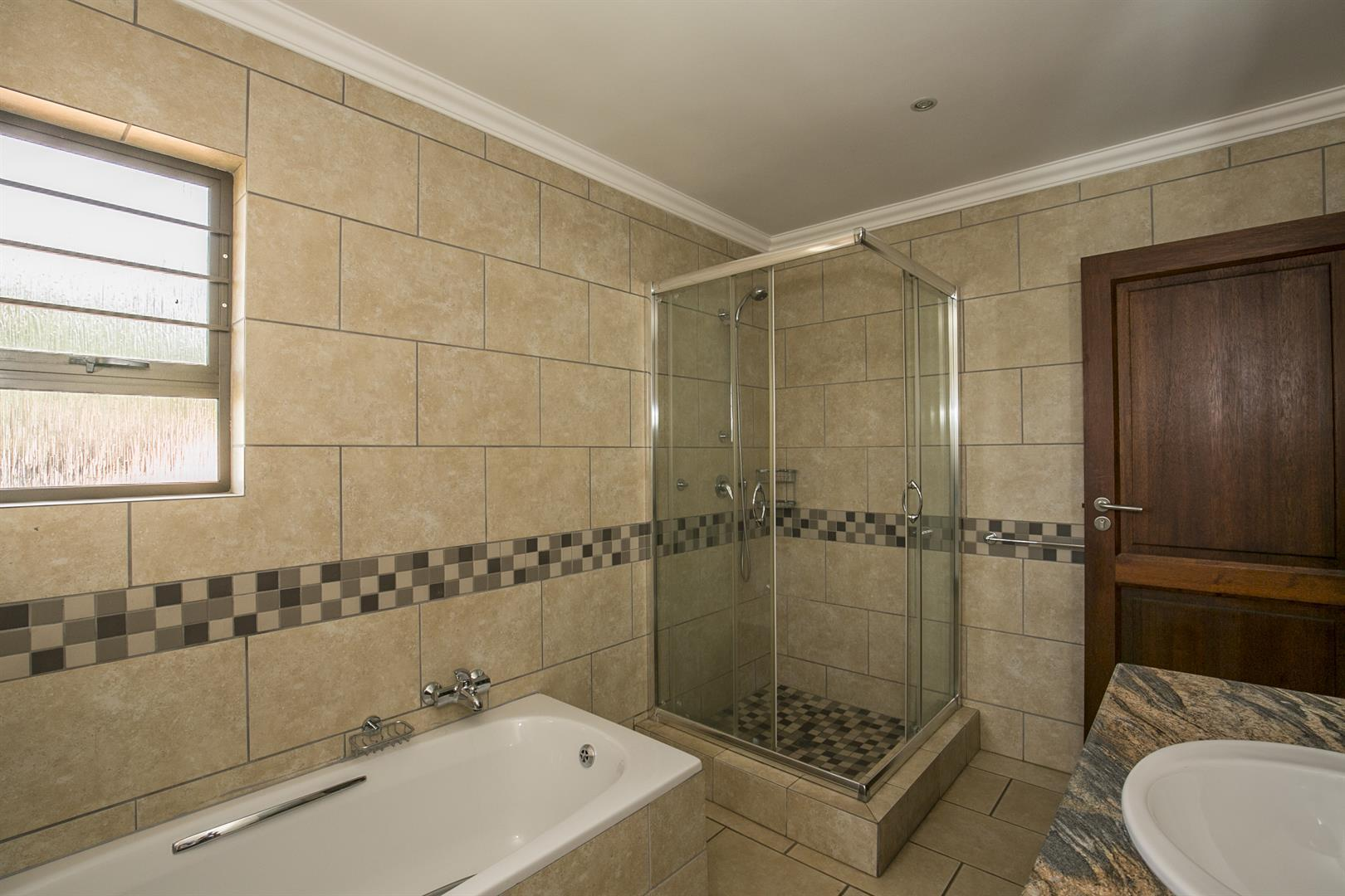 Fourways property for sale. Ref No: 13458374. Picture no 17