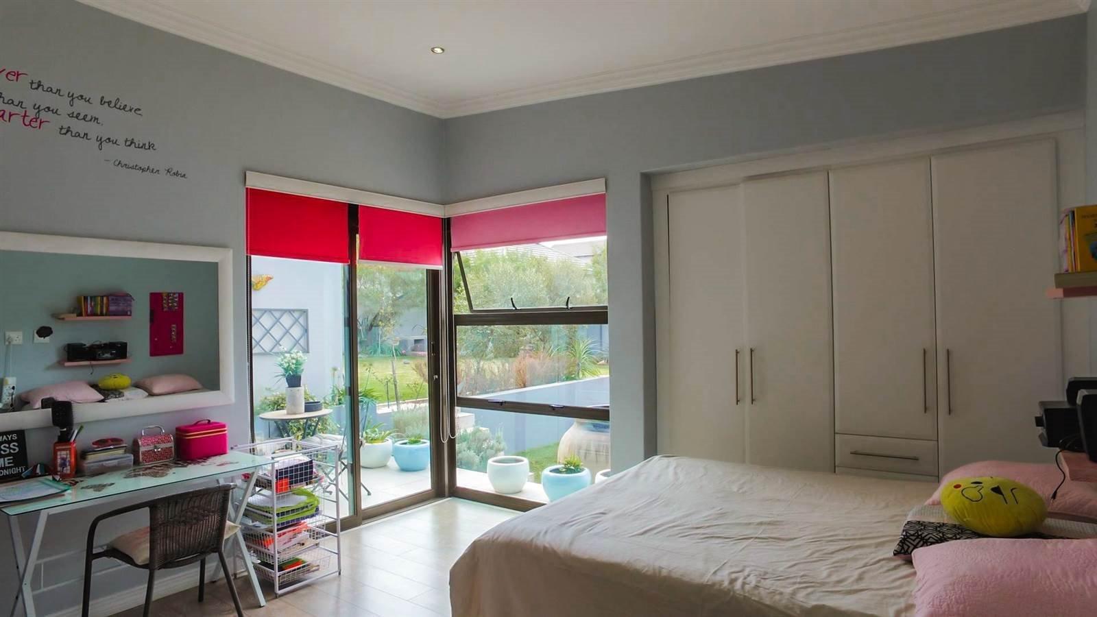 Midstream Hill Estate property for sale. Ref No: 13326880. Picture no 10