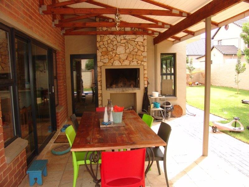 Midfield Estate property for sale. Ref No: 13319676. Picture no 2