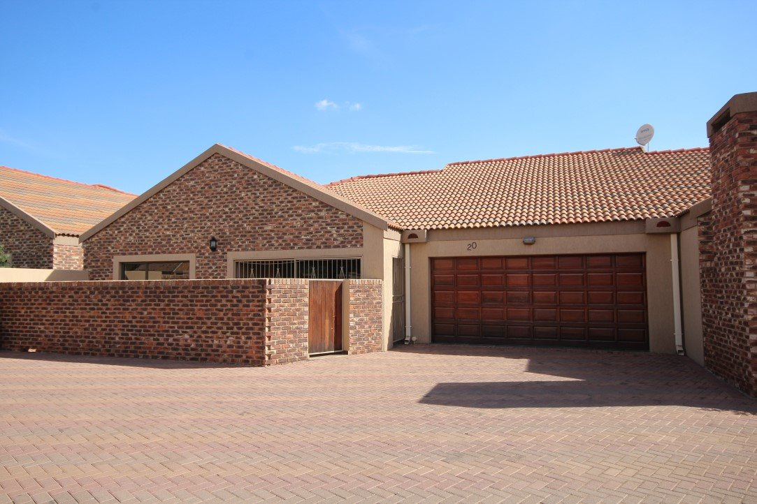 Three Rivers property for sale. Ref No: 13424183. Picture no 1