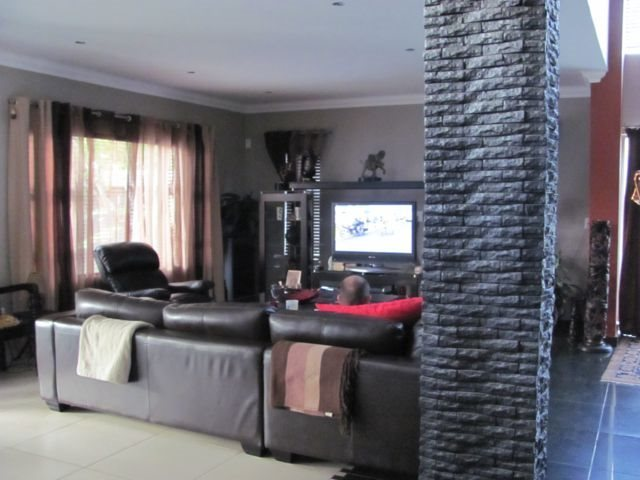 Centurion Golf Estate property for sale. Ref No: 13521952. Picture no 7