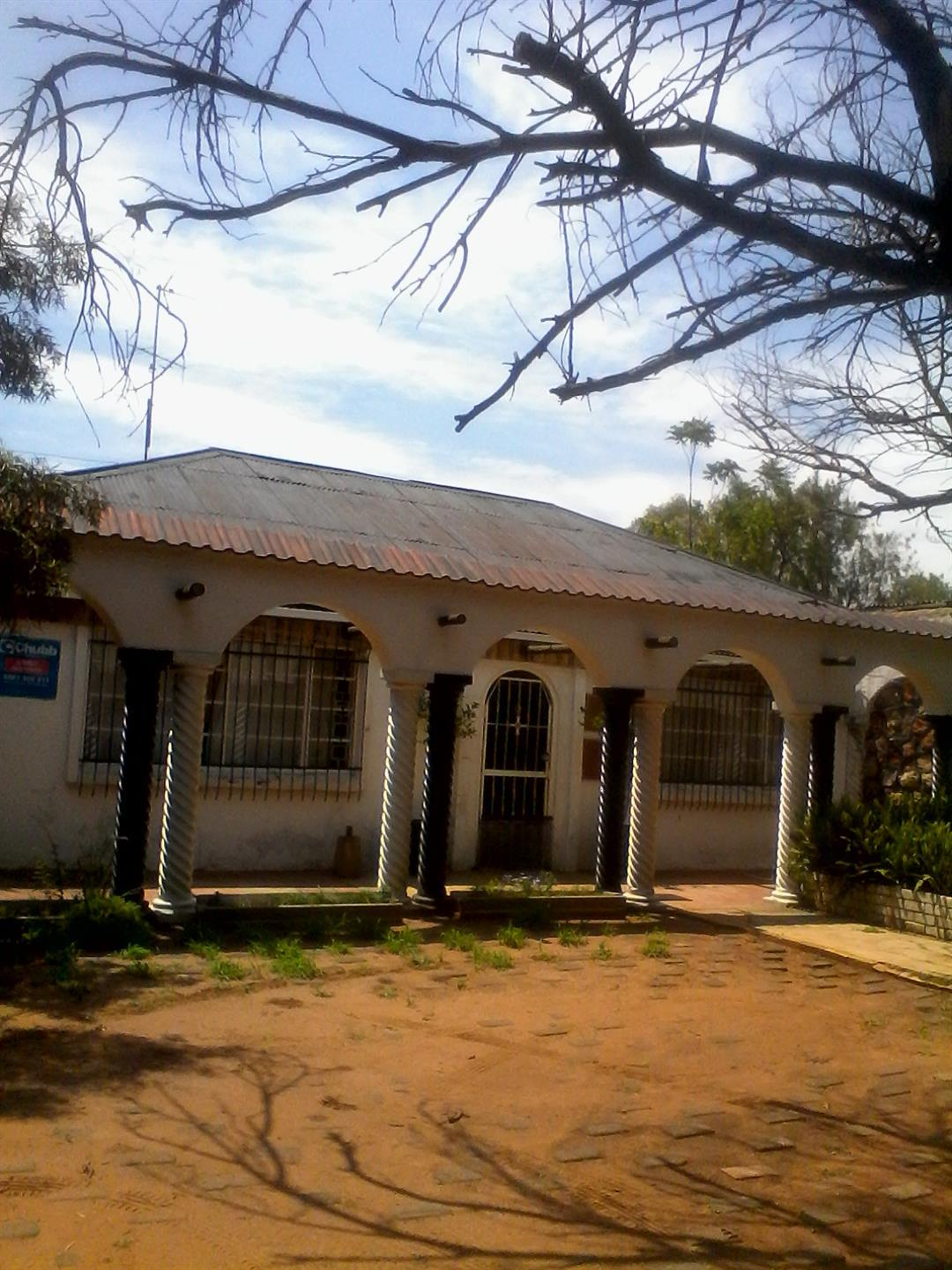 Roods Gardens property for sale. Ref No: 13462019. Picture no 2