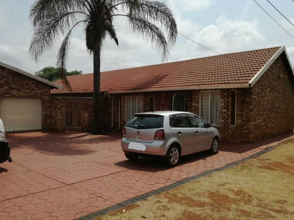 Property and Houses for sale in Karenpark, House, 3 Bedrooms - ZAR 1,296,000