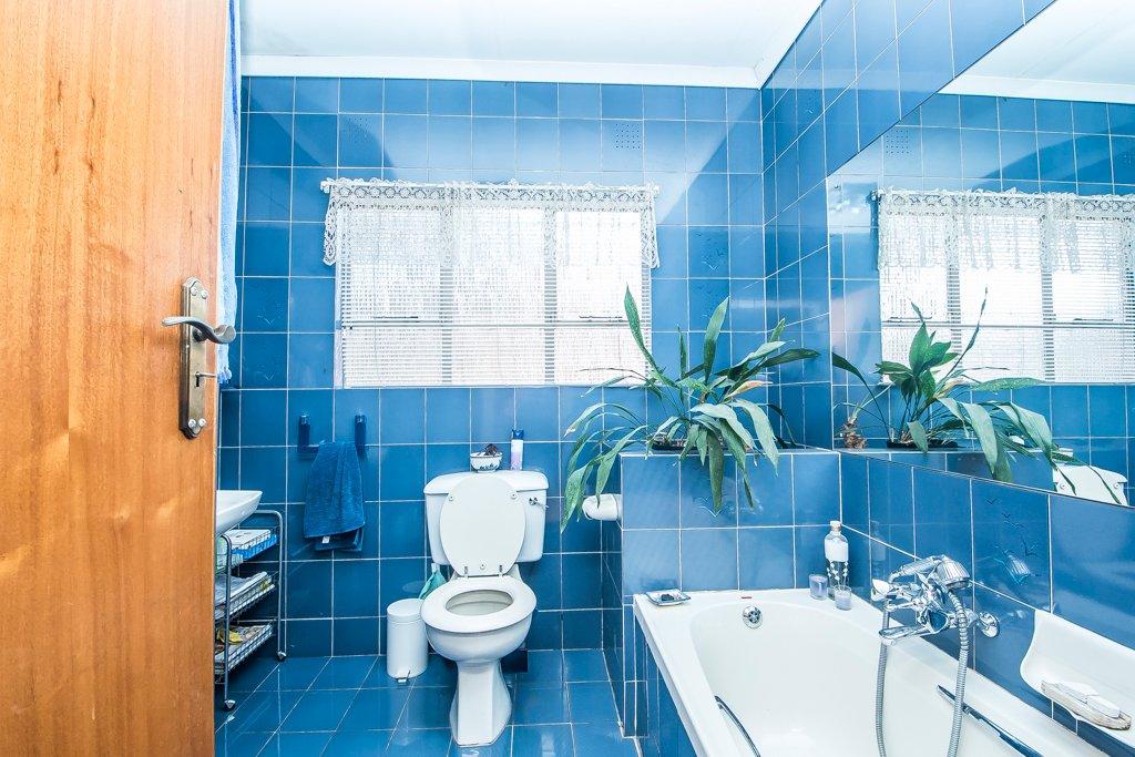 Glenvista property for sale. Ref No: 13500218. Picture no 12