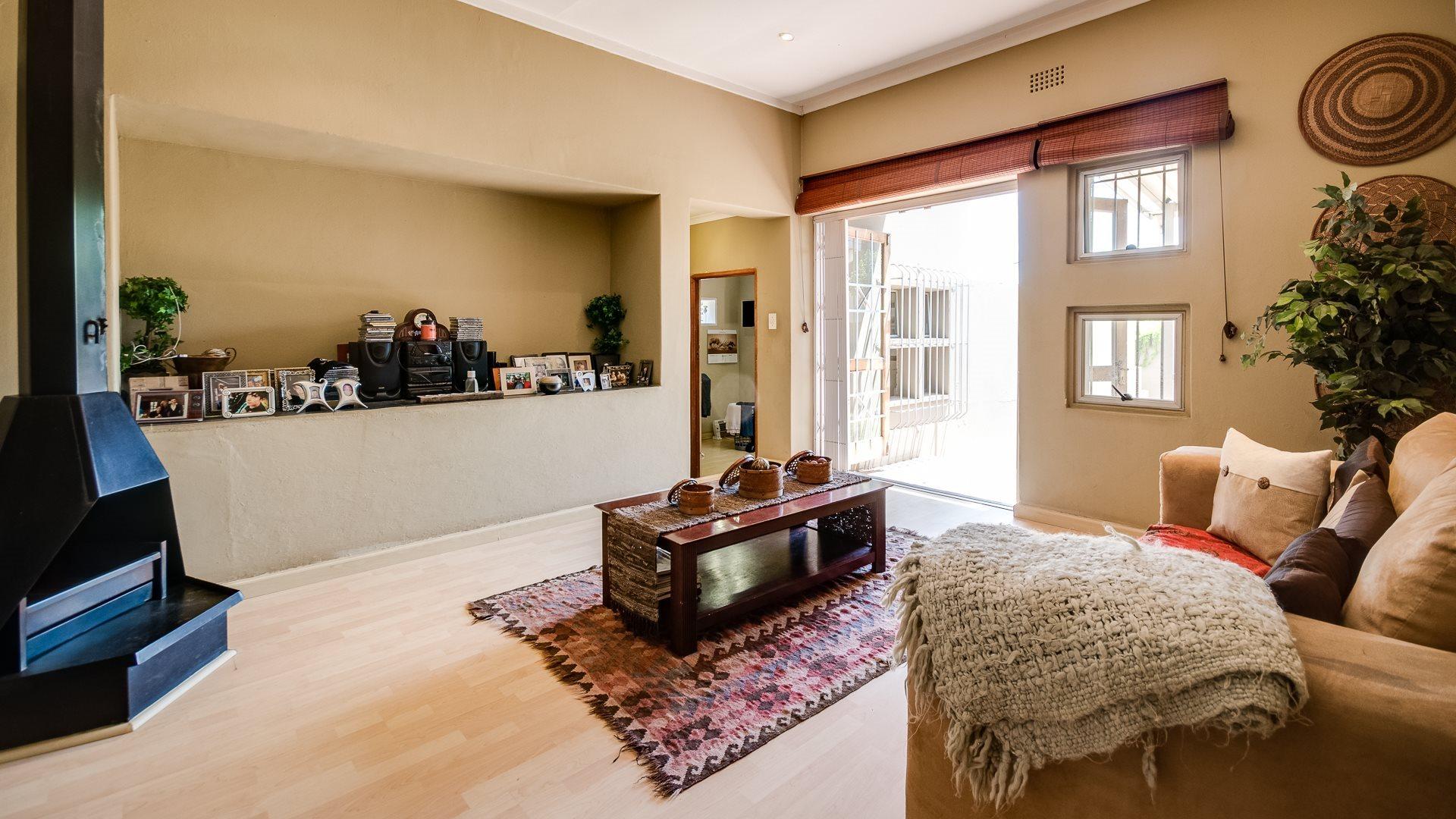 Orange Grove property for sale. Ref No: 13545446. Picture no 3