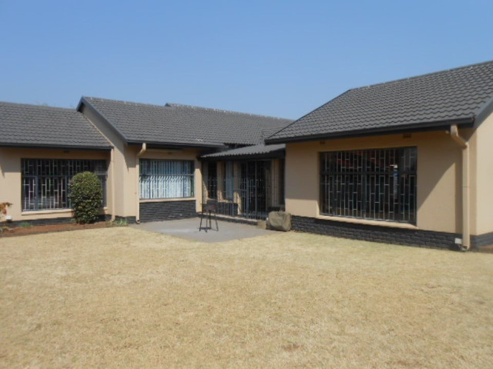 Meyerton property for sale. Ref No: 13538165. Picture no 2
