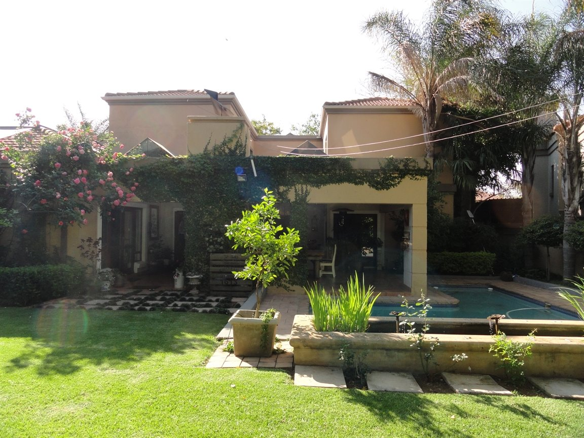 Silver Lakes Golf Estate property for sale. Ref No: 13394313. Picture no 22