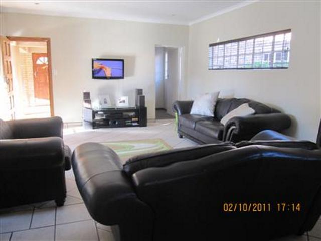 Three Rivers property for sale. Ref No: 13265987. Picture no 9
