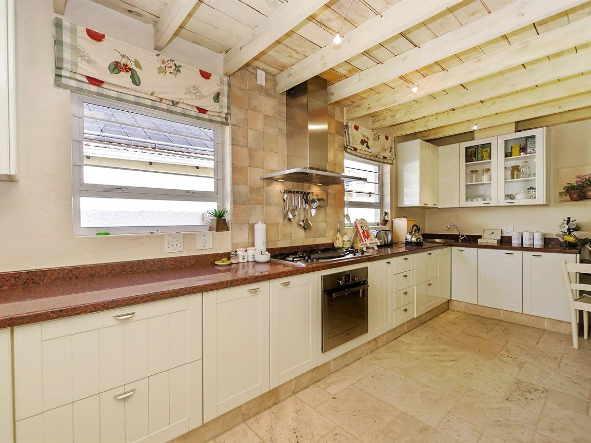 Bryanston property for sale. Ref No: 13434555. Picture no 4