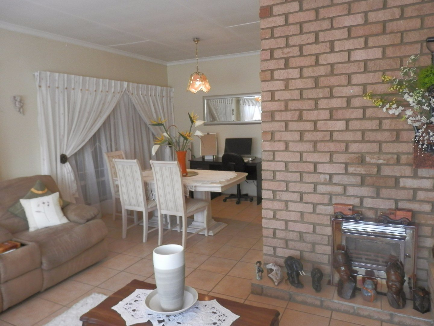Kibler Park property for sale. Ref No: 13534955. Picture no 13