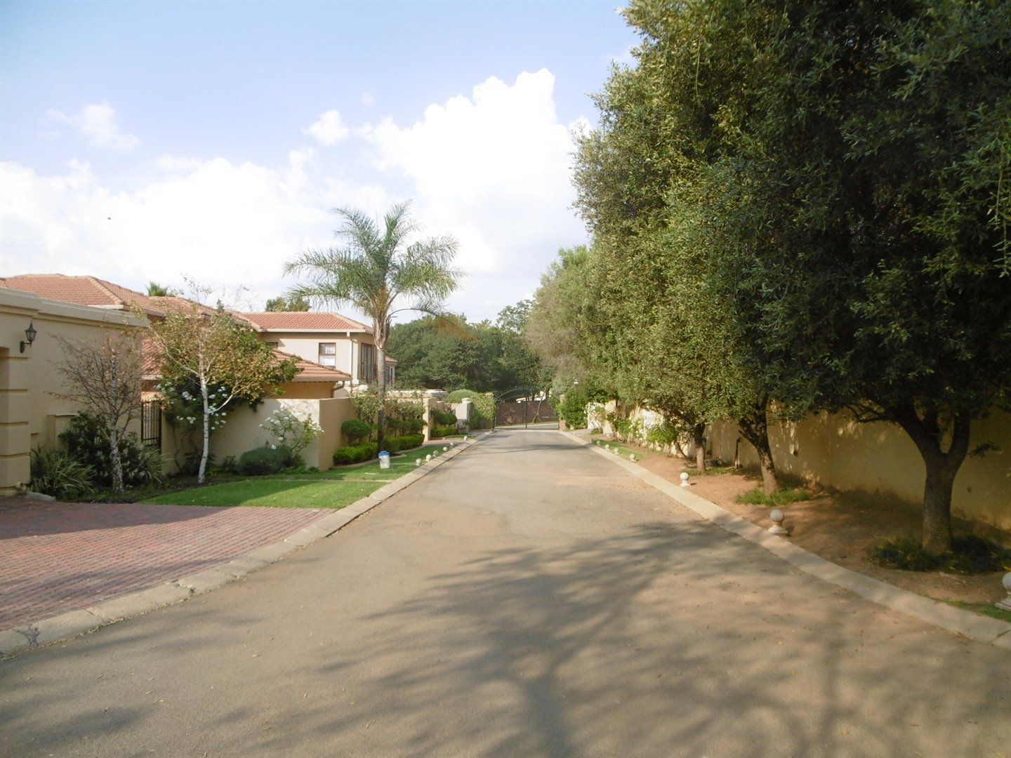 Bryanston property for sale. Ref No: 13464144. Picture no 28