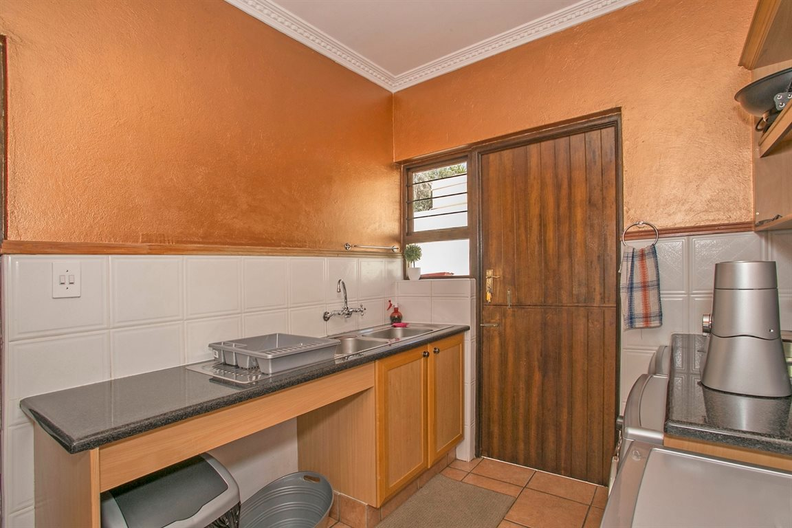 Fourways property for sale. Ref No: 13378870. Picture no 10