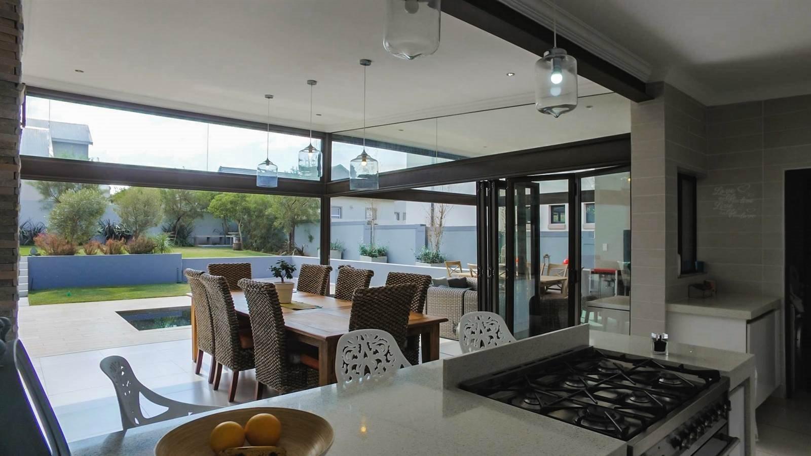 Midstream Hill Estate property for sale. Ref No: 13326880. Picture no 21