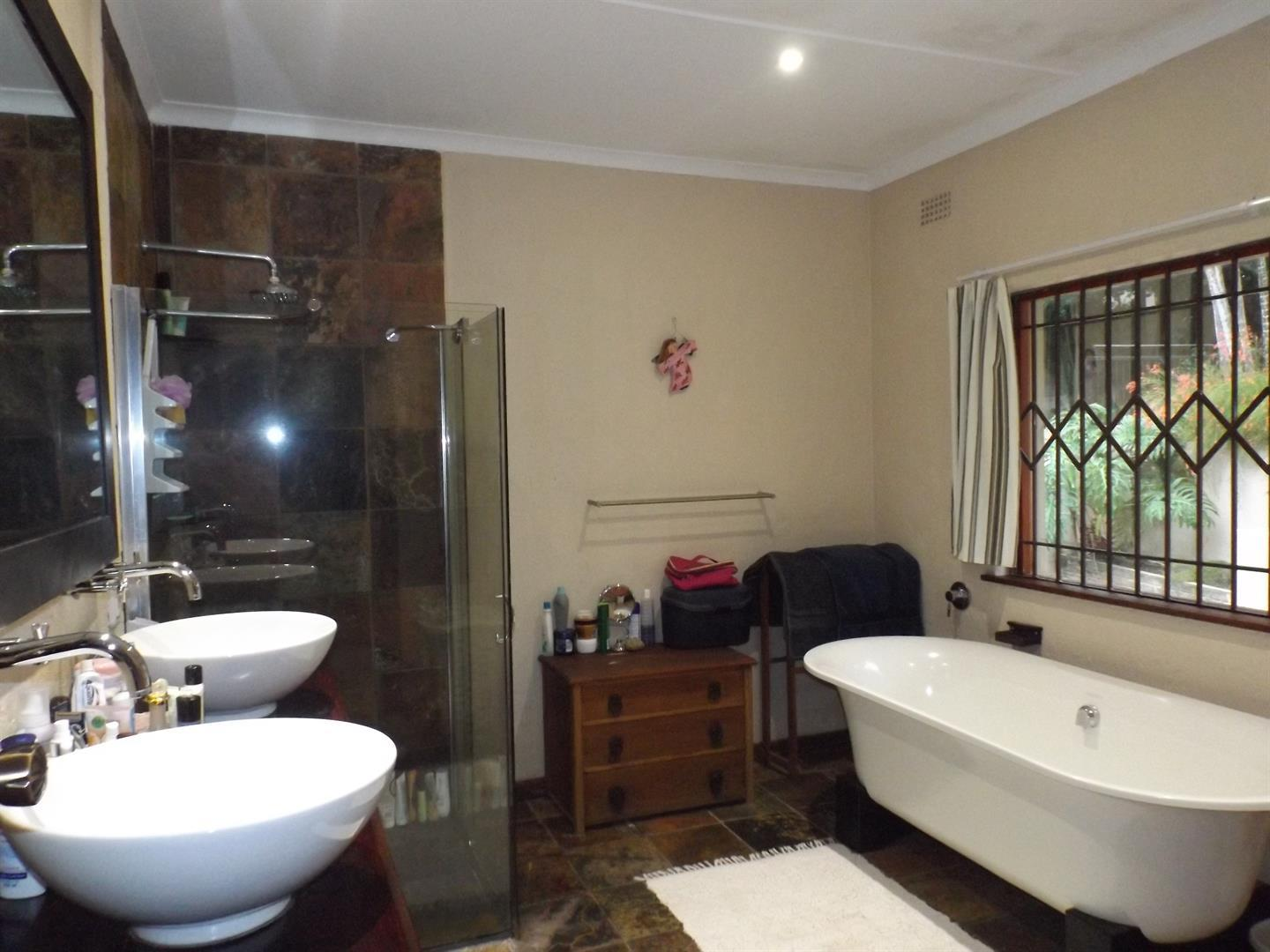 Beacon Bay property for sale. Ref No: 13434208. Picture no 10
