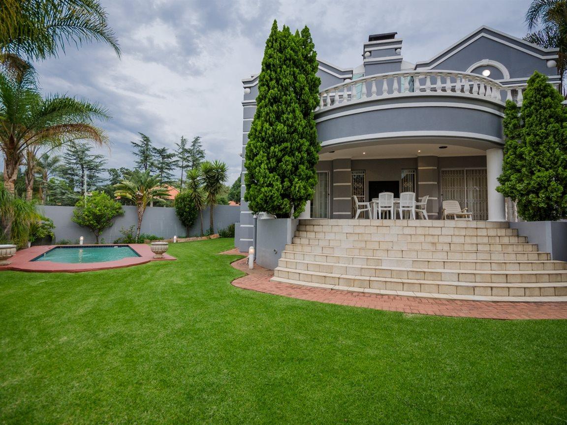 Bryanston property for sale. Ref No: 13418612. Picture no 2