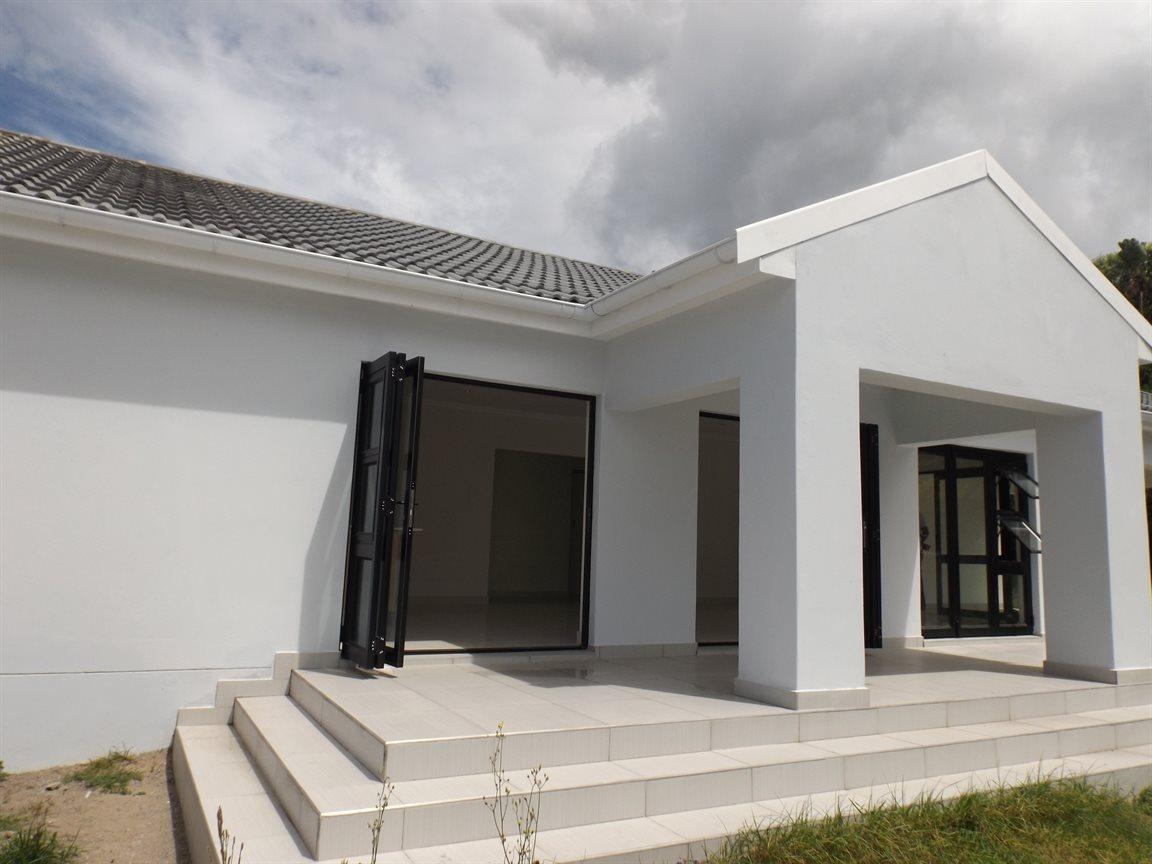 Property for Sale by DLC INC. ATTORNEYS Ernest De La Querra, House, 3 Bedrooms - ZAR 1,910,000