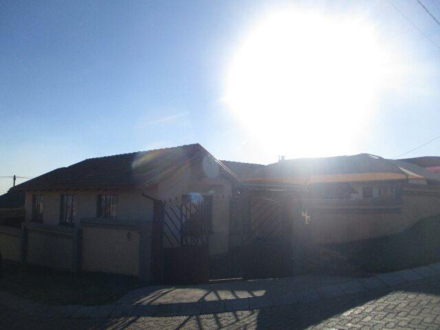 Soshanguve South property for sale. Ref No: 13524645. Picture no 2