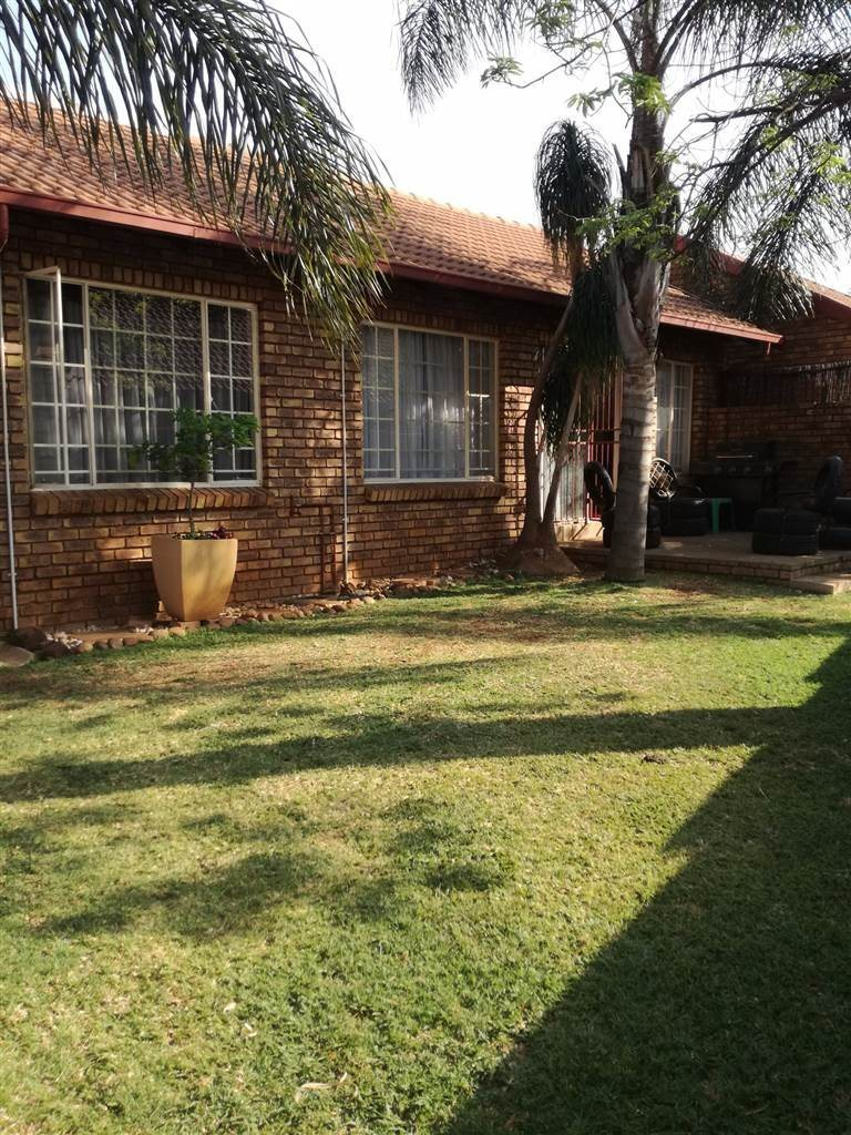Rooihuiskraal property for sale. Ref No: 13531287. Picture no 1