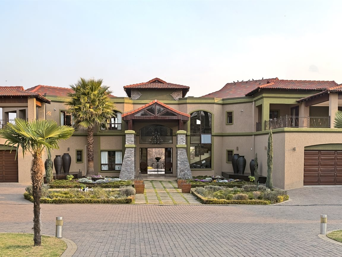 Three Rivers East property for sale. Ref No: 13240975. Picture no 4