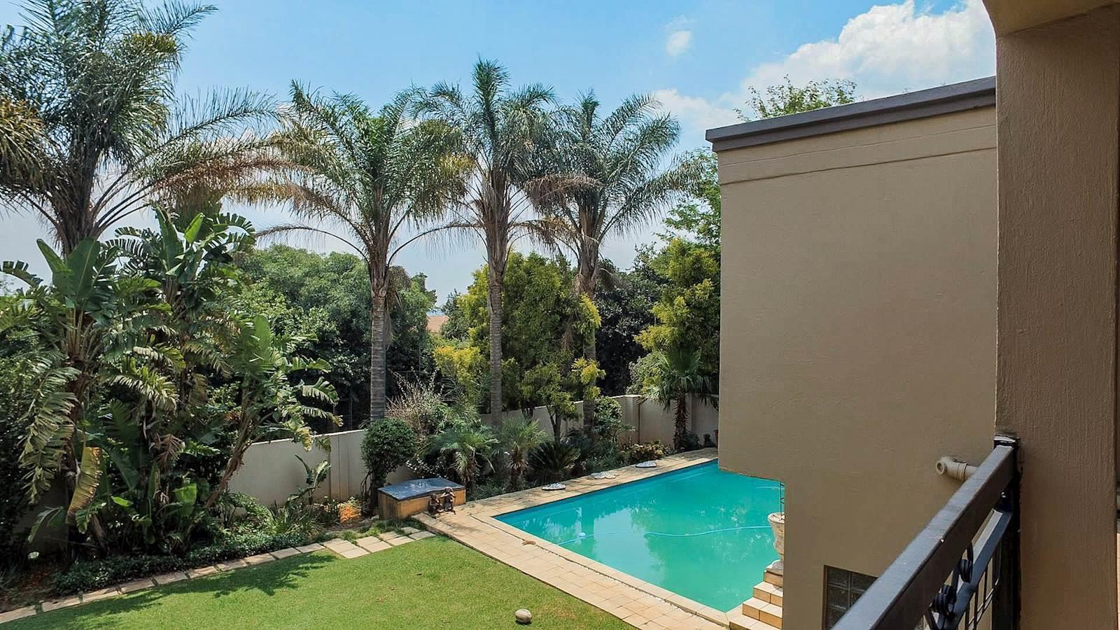 Northcliff property for sale. Ref No: 13440137. Picture no 15