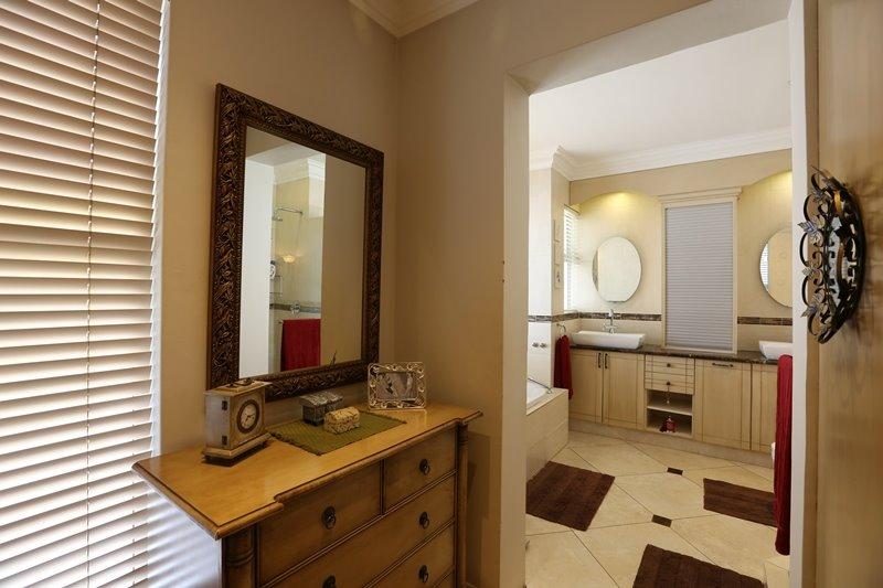 Midstream Estate property for sale. Ref No: 13254174. Picture no 26