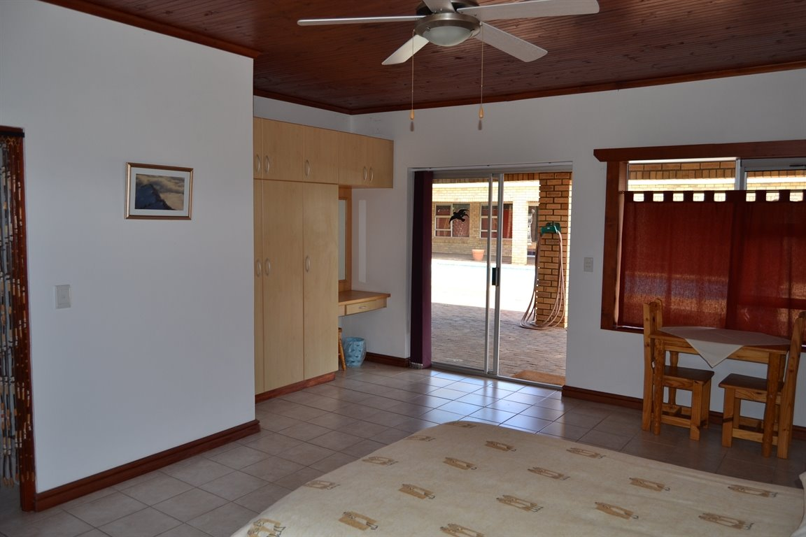 Paarl property for sale. Ref No: 13379607. Picture no 9