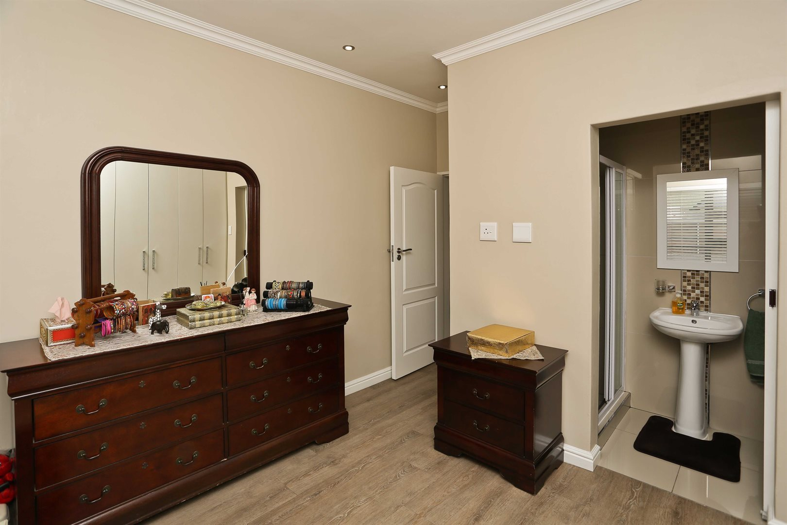 Plumstead property for sale. Ref No: 13581245. Picture no 20