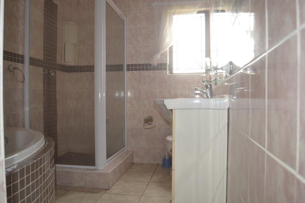 Hibberdene property for sale. Ref No: 13423871. Picture no 19